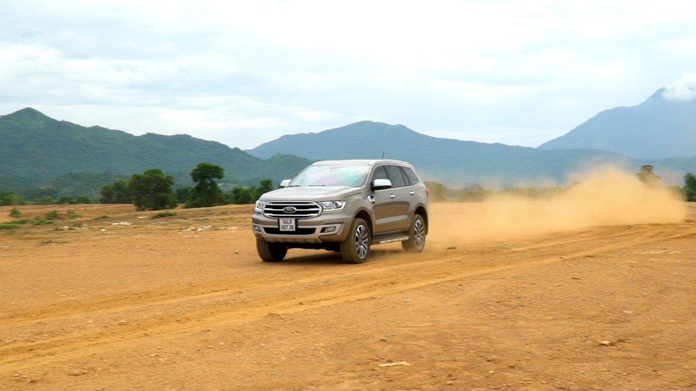 Đánh giá xe ford everest - thiết kế cơ bắp mạnh mẽ, thực dụng