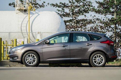 So sánh ford focus trend và titanium 2019. Xe nào sẽ hợp với bạn hơn