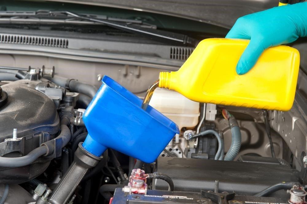 Bảng giá dầu nhớt xe ô tô cùng những lưu ý khi thay dầu nhớt ô tô