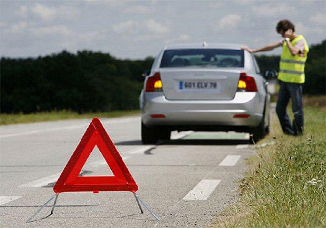 Hướng dẫn cách xử lý nổ lốp trên đường