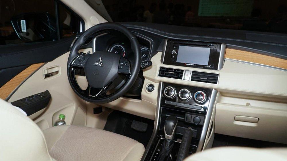 Chọn Mitsubishi Xpander hay thêm tiền mua Toyota Innova? | Thời Đại