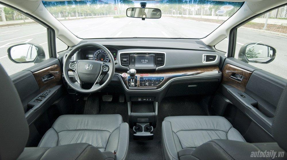Chọn Honda Odyssey hay Mercedes Vito Tourer 121? Odyssey (5).jpg