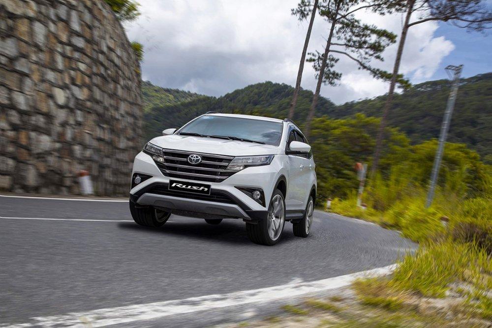 Toyota Rush 2021: Giá xe Rush mới nhất kèm giá lăn bánh (01/2021)