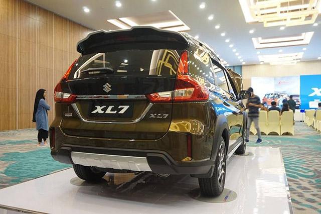 duoi xe suzuki xl7 2020 muaxegiatot vn - Chi tiết Suzuki XL7 2021 đấu Mitsubishi Xpander