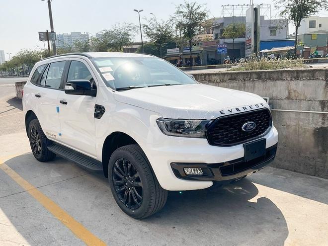 Ford Everest Sport 2021 xuất hiện tại đại lý, giá bán 1,112 tỷ đồng
